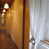 Le couloir qui mène aux chambres à l'étage